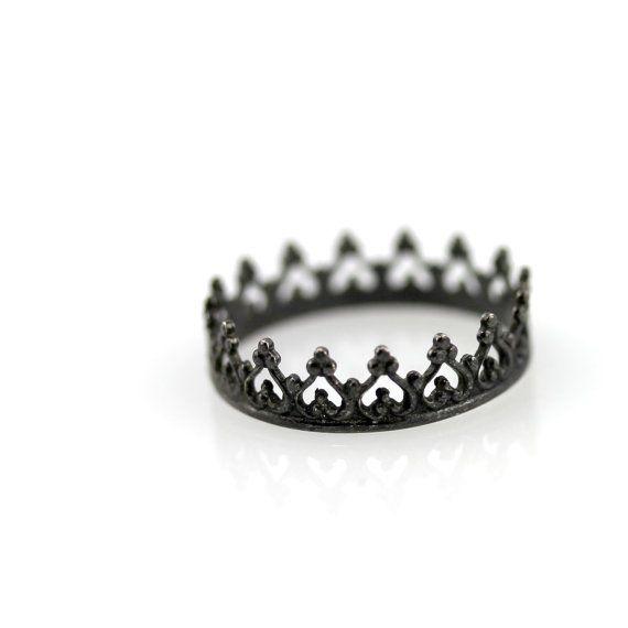Bague couronne noire  argent sterling oxydé par LeCubicule sur Etsy