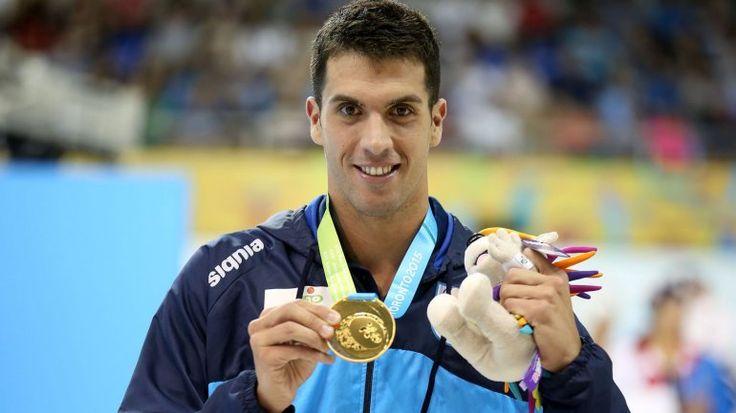 Este es otro nadador profesional  llamado Federico Grabich. Él competió en los Juegos Panamericanos. En el foto tiene una medalla de oro.