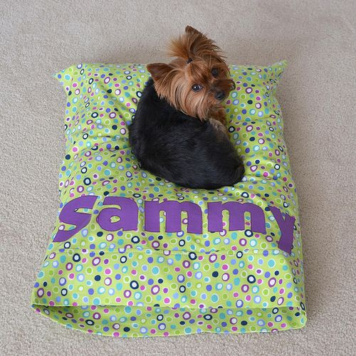 Simple and personalized pet bed tutorial · Pillowcase ... & 112 best Dog Beds to Make - Pet Beds images on Pinterest | Pet ... pillowsntoast.com