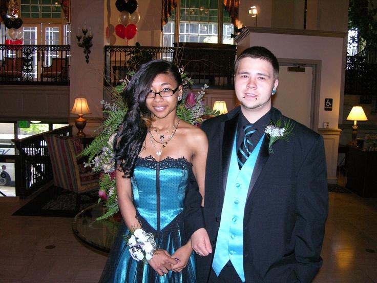 Cynthia O'Rea and Novel Veloz before the Pottstown High School prom.