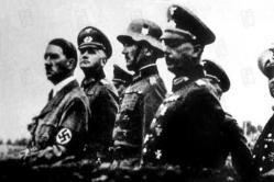 El triunfo de la voluntad (1935) Alemania, año 1934. Adolf Hitler acababa de llegar al poder un año antes. En Nuremberg el partido nacionalsocialista celebra un triunfalista y patriótico congreso en el que se exaltan los valores raciales y patrios del pueblo ario alemán.