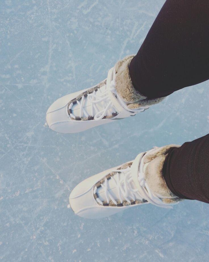 Ice skating/ Luistelemassa 1/17