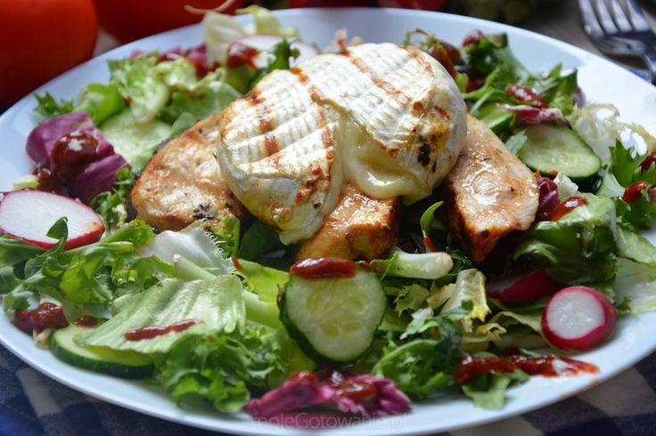Sałatka z grillowaną piersią i camembertem - Moje Gotowanie - Przepisy - Sałatki