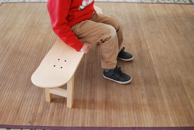The Skateboard stool is a friendly nod to a universal design, one to which everybody relates. It is perfect as occasional seating or accent piece in any room. cadeau petit ami. Geschenk Bräutigam.