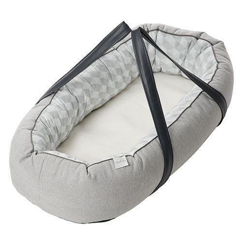 Baby Dan babynest med bæreplade - Cuddle Nest Ergo - Grå Omkranser barnet og giver tryghed når det sover - Coop.dk