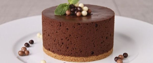 Cake with chocolate mousse - Torta con mousse di cioccolato