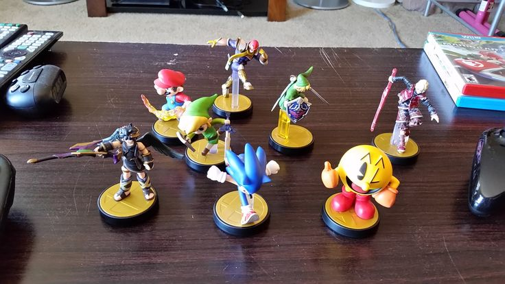 Pacman and Sonic Amiibo Unboxing + first 8 Man Smash