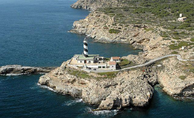 Imagen del faro de Cala Figuera, situado en Calvià.   Pep Vicens