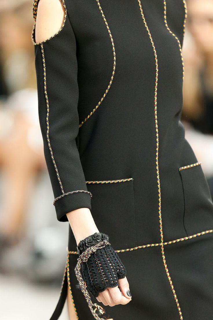 Увидеть полную Шанель Весна 2014 прет-а-порте коллекции.