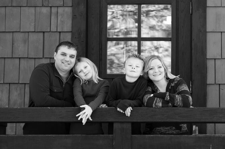 Simple black and white family shot. http://nathanieledmunds.com/ #Indianapolisphotography #Indianapolisphotographer #familyphotography #familyphotographer #familyshoot