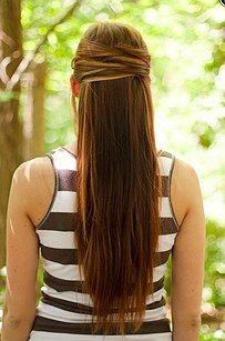 Ou cruze o cabelo para um visual diferente na metade de cima e na metade de baixo:   21 penteados com grampos de cabelo para fazer em minutos