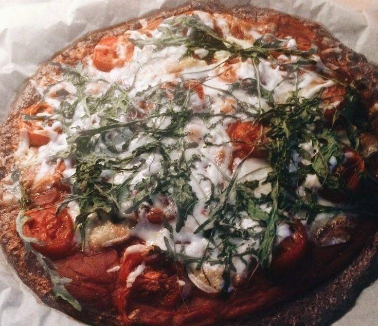 A lisztérzékenyekre gondolva elkészült az ízletes, gluténmentes karfiol alapú pizza!