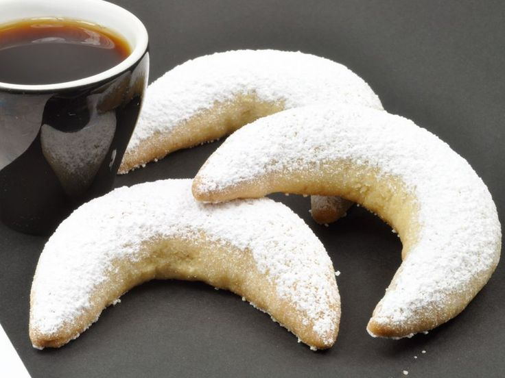 Dixie Crystals Recipe: Crescent Cookies (Indonesian Christmas Cookies)