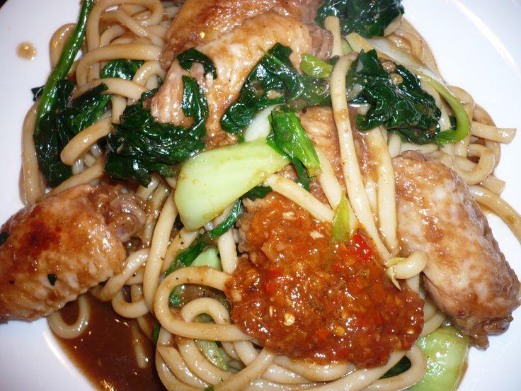 Udon mie met kippenvleugels met Chan's sauzen, kruiden&specerijen... Smakelijke groet, Tammy Wong - Koken Met Specerijen
