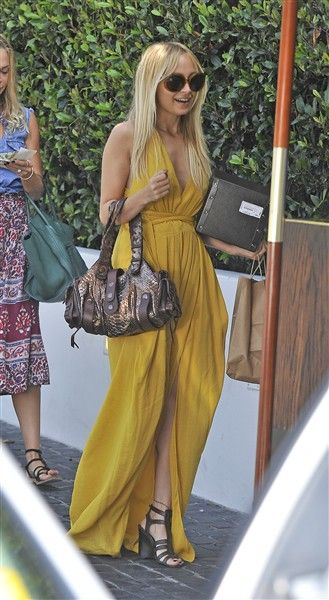 We love nicole! Such a fashion icon and not to mention her house of harlow collection is to die for!