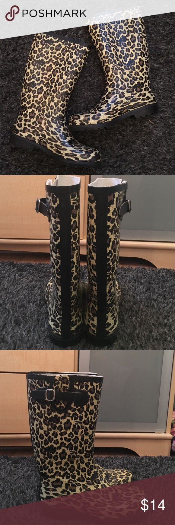Leopard rain boots ☔️ Leopard rain boots- used maybe once or twice. They're in perfect condition. Boot runs a little big. I'm a true size 9 and they fit perfect when I wear thicker socks. Shoes Winter & Rain Boots