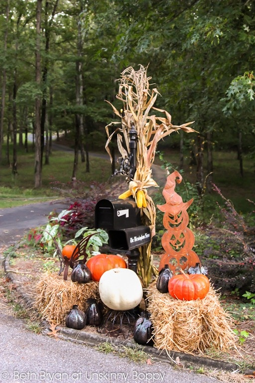 17 Best images about Mailbox Decor on Pinterest  Rusted  ~ 222911_Halloween Decorating Ideas For Mailboxes