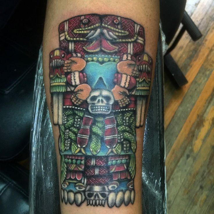 Tatuaje ceremonial de coatlicue a color, danza azteca y temazcales, arte,  Hecho por Osvaldo Castillo. Estudio Tatuajes Ofrenda de Sangre, Ciudad de México.
