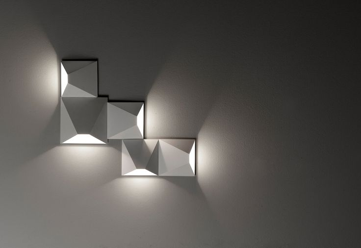 MATS #design S. Cornellisen Let your imagination, with the NEW Egoluce system of wall luminaires MATS, the possible combinations will be unlimited, thanks to a simple accessory for wiring, allowing you to connect multiple LUMINAIRES to a single electrical outlet. Realized COB LED sources, MATS is in metal painted: white, black or sand. Available in two sizes, MADE IN ITALY 100%.