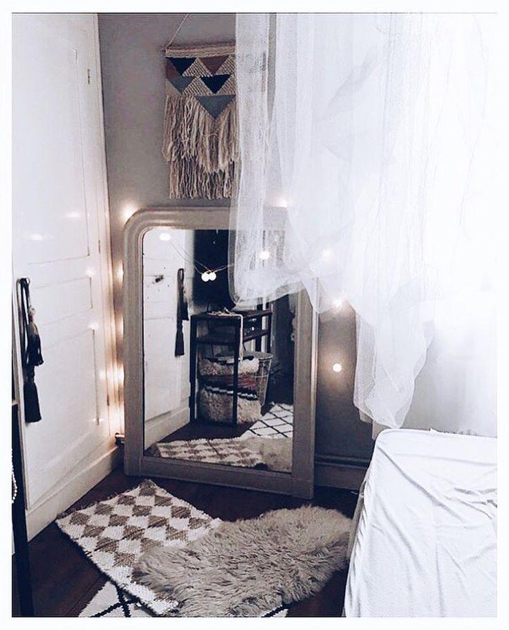 Chambre, idée déco, tapis et grand miroir