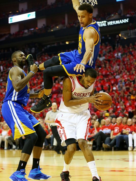 Stephen Curry suffers head contusion after scary fall in Game 4 Stephen Curry  #StephenCurry