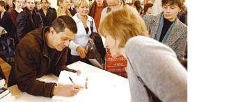 Limonov d'Emmanuel Carrère récompensé aux Pays-Bas : Limonov d'Emmanuel Carrère récompensé aux Pays-Bas - Livres Hebdo