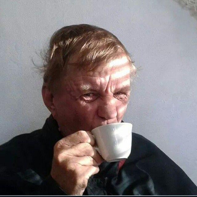 """Sakke juo kahvia. Mun isoveli."""