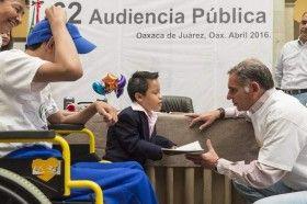 Reafirma Gabino Cué compromiso con los derechos de la niñez oaxaqueña