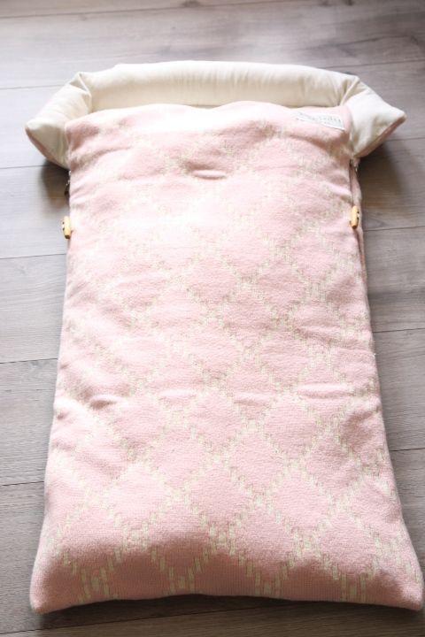 Tinkafu baby footmuff. Tinkafu vognpose i lammeull