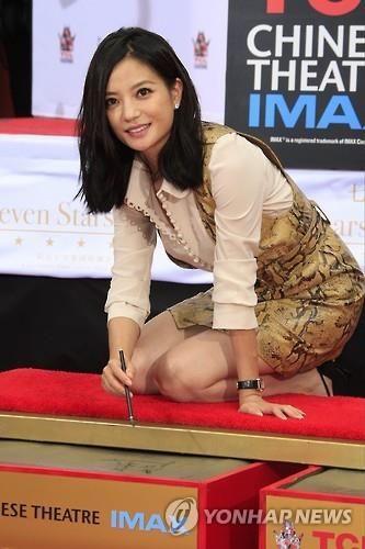 中 '대만독립 지지설 배우 기용' 자오웨이 비판…마녀사냥 우려 : 네이버 뉴스