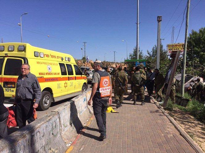 """Nuevo """"gesto por la paz"""" de los palestinos: un israelí resulta asesinado en la ultima agresión terrorista palestina. Un joven judío de 20 años de edad, fue asesinado esta mañana en un a…"""