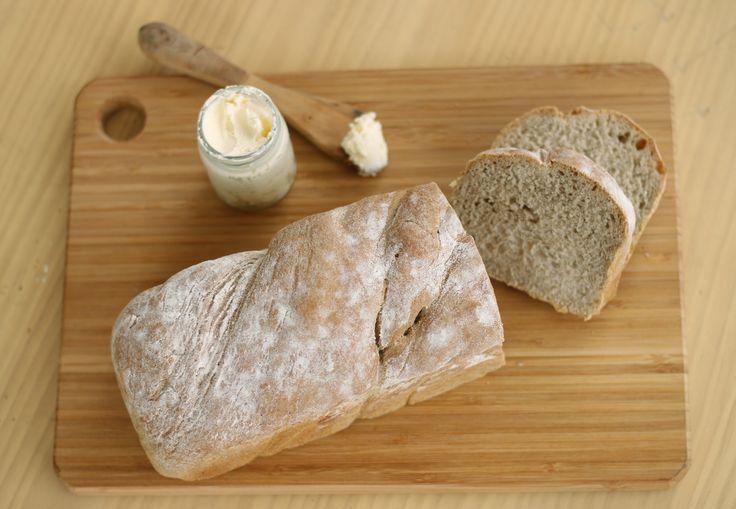 Nuestro Pan de Centeno es nutritivo, no contiene grasa, ni azúcar y el centeno lo hace más digestivo. Es recomendado para diabéticos y personas con niveles altos de colesterol.