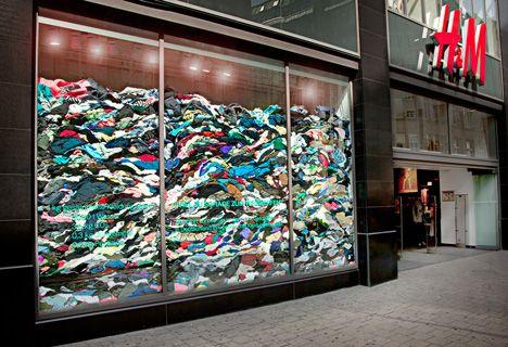 H&M window display | Window display | Store design, Visual ...