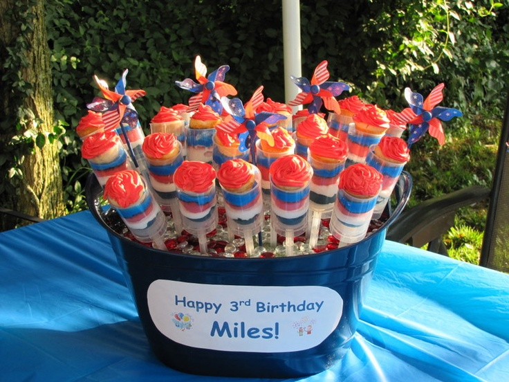 4th of July Push-Up Cupcake Pops...idea for my firecrackers birthday!