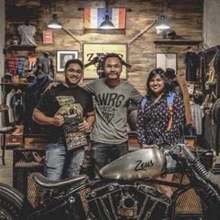 Subhojit with Girlfriend Großer Fan von Zeus aus Indien, besuchen Sie unseren Shop …   – Cars and motorcycles