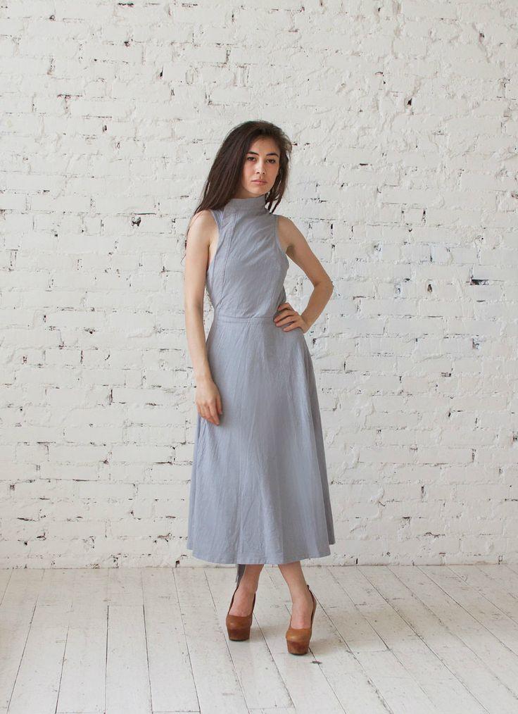 Длинное платье из фактурного льна пыльно-голубого цвета в магазине «MOLOKO Базовая одежда: Платья и.» на Ламбада-маркете