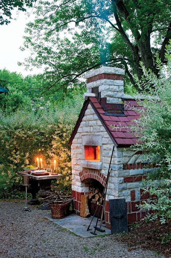 a bread/pizza oven in the garden.  i'd like to see the rest of this area.