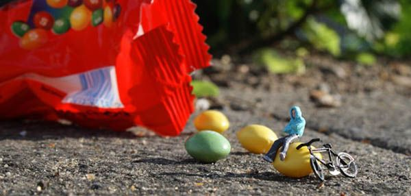 London-based artist Slinkachu began the 'Little People Project' in 2006 in which he remodels and paints miniature model train set characters, and then places, photographs, and leaves them on the street, combining both street art installation and photography.
