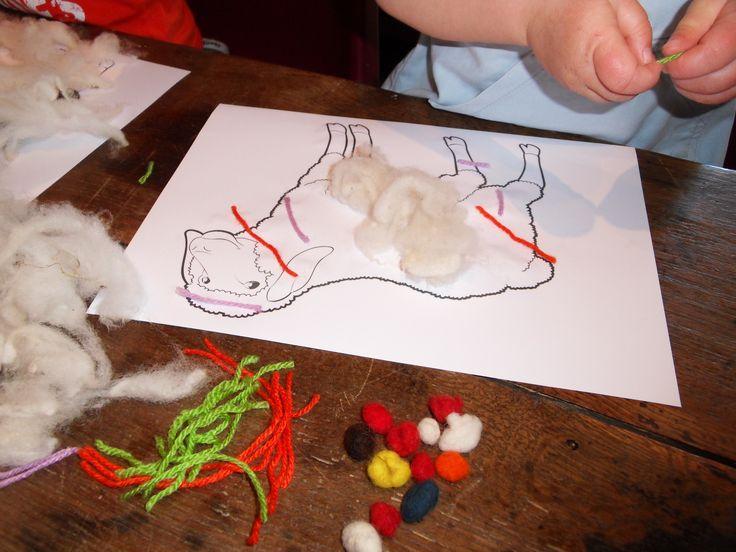 Atelier Laine, Création de billes en laine feutrée et décoration d'un mouton, à La Maison des Traditions à Chassignolles  DIY