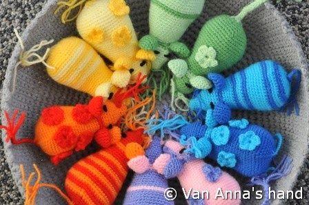 Ruim 1 1 /2 jaar geleden blogt Jeanet over telmuizen of rekenmuizen. Het is een fantastisch leuk patroon, gemaakt door Fiona Oosthoek. Jean...