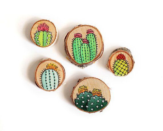 Conjunto de cinco imanes decorativos de Cactus pintados a mano sobre madera | Hecho a la medida