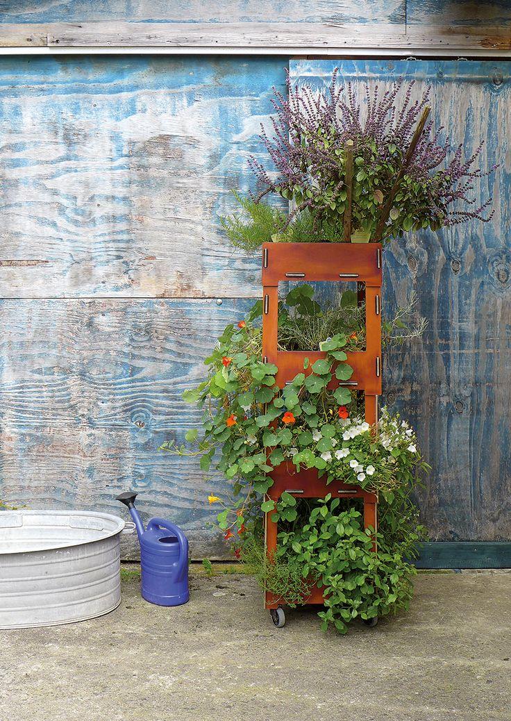 Vertical Gardening - Der Pflanzen-Wolkenkratzer von Werkhaus. Erlaubt Grün auf kleinstem Raum und kann Stück für Stück in den Himmel wachsen.