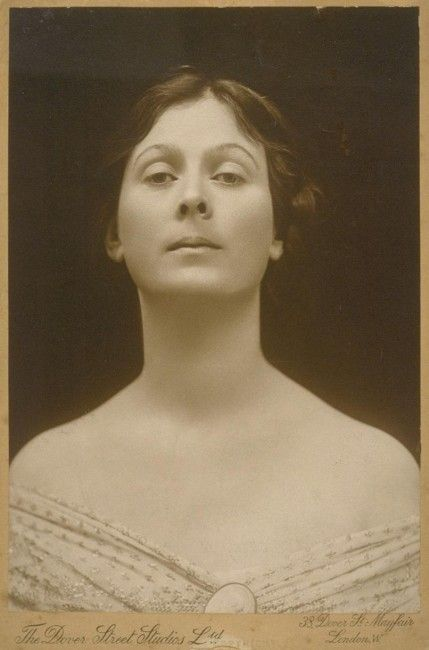 Isadora Duncan Pioneer of modern dance. She found freedom of body and soul through dance. She gave the support for confirmation bodily inteligence. Her method is taught around the world. In Czech Republic this specific method you find on the web line http://duncaninstitut.cz/