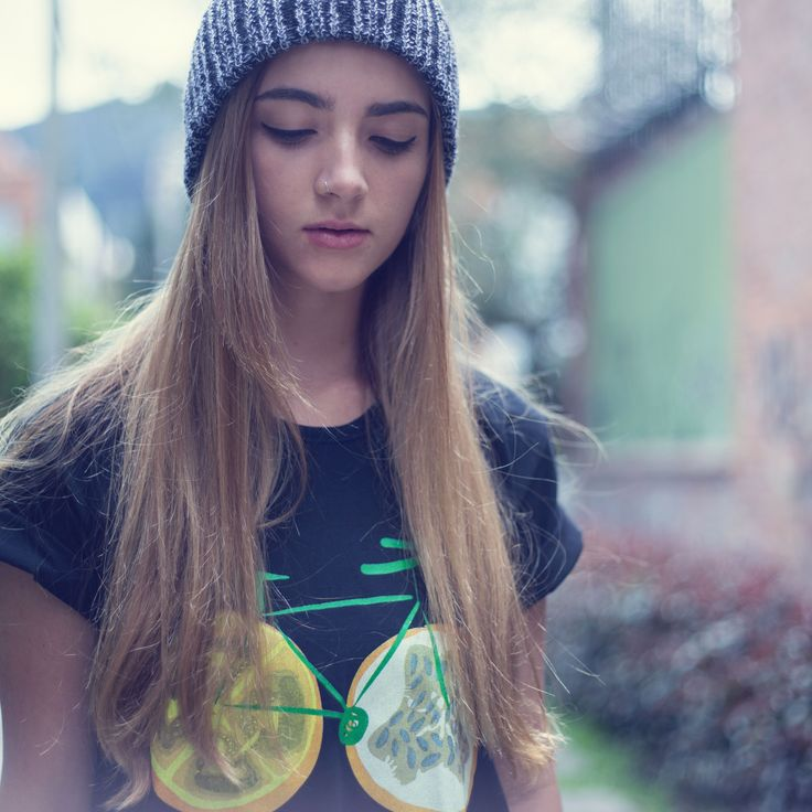 """Diseño: Monica Marconi """"Colombia en manos del arte y el diseño"""" """"El arte de llevar a Colombia en el corazón"""" Camisetas de colección"""