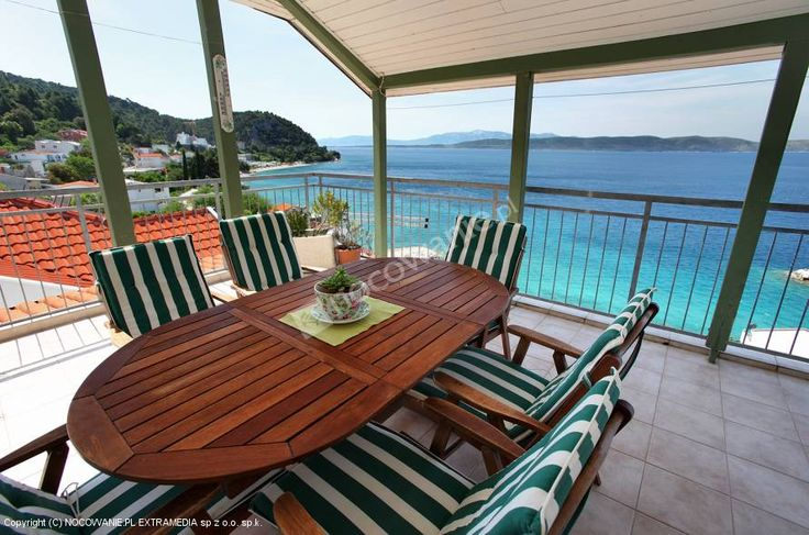 Na spędzenie urlopu w pięknej Chorwacji polecamy Apartamenty Tanja w miejscowości Porat skąd będziecie mogli podziwiać piękne widoki. Więcej zdjęć i szczegóły oferty na: http://www.nocowanie.pl/chorwacja/noclegi/zivogosce/apartamenty/139524/