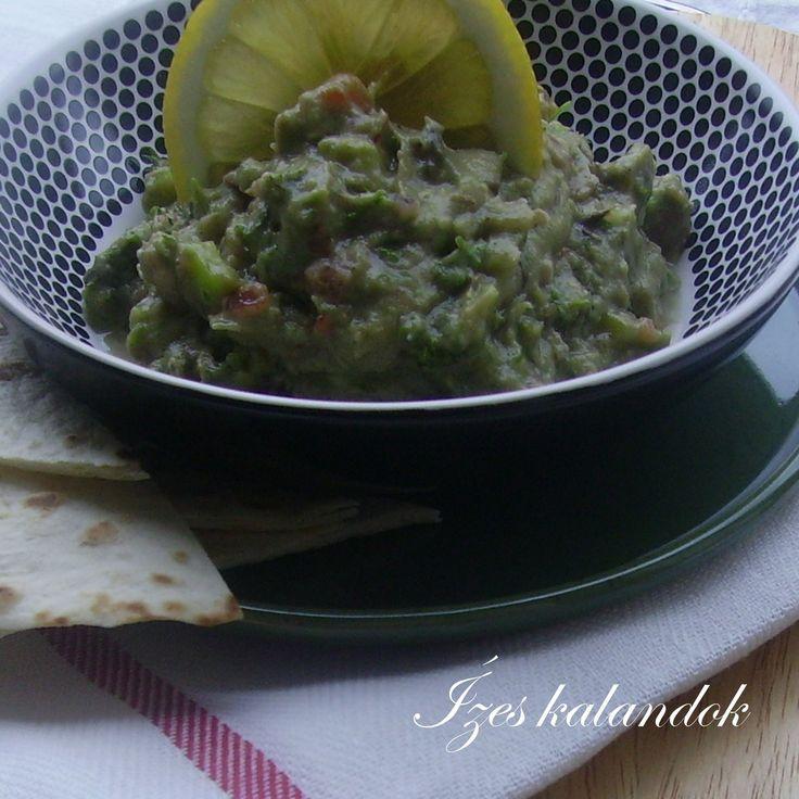 Mostanában egyszerű ételeket készítettem. Ilyen a guacamole is. Ennek a finom, friss ízű krémnek az elkészítését azonban egy bő hetes - alm...