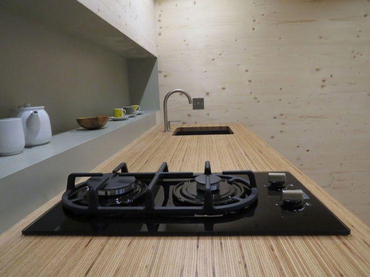 Le BauBuche Multiligne est idéal pour des plateaux de table et des plans de travail robustes ainsi que pour des marches d'escalier ou…