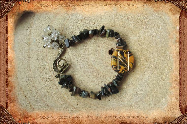 """Bracelet runique """"Hagel"""" en Œil de faucon : Bracelet par freyja-s-faeries"""
