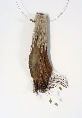 encore une création de Eliane AMALRIC. Merveilleux! Palmier et grenats verts..