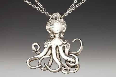 love this idea to use a fork for the pendant, www.silverspoonjewelry.com